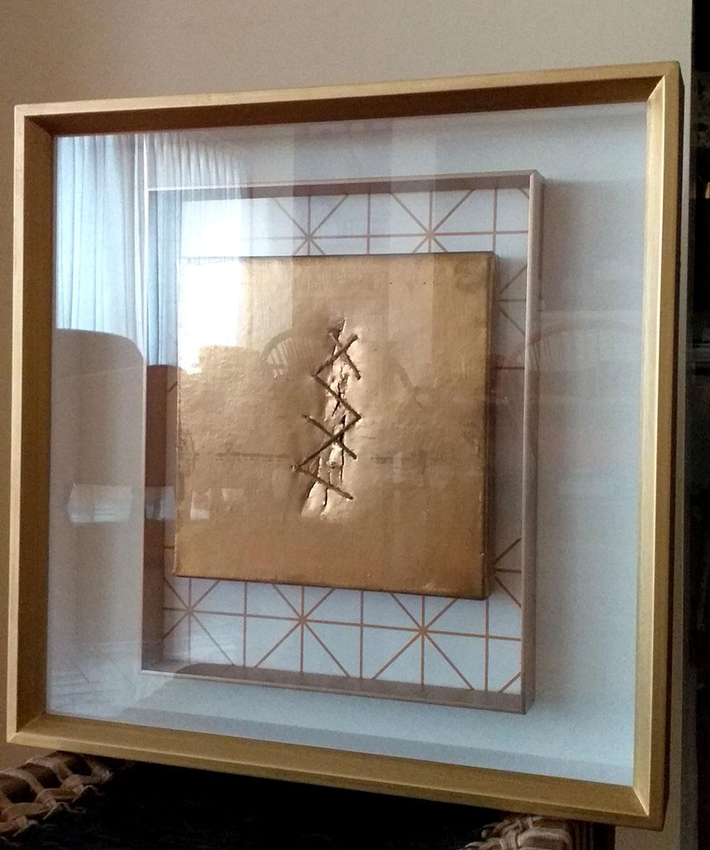 Fontana o la sutura imposible, bastidor sobre tela, pintura dorada, doble marco, 40 X 40 cm, 2017