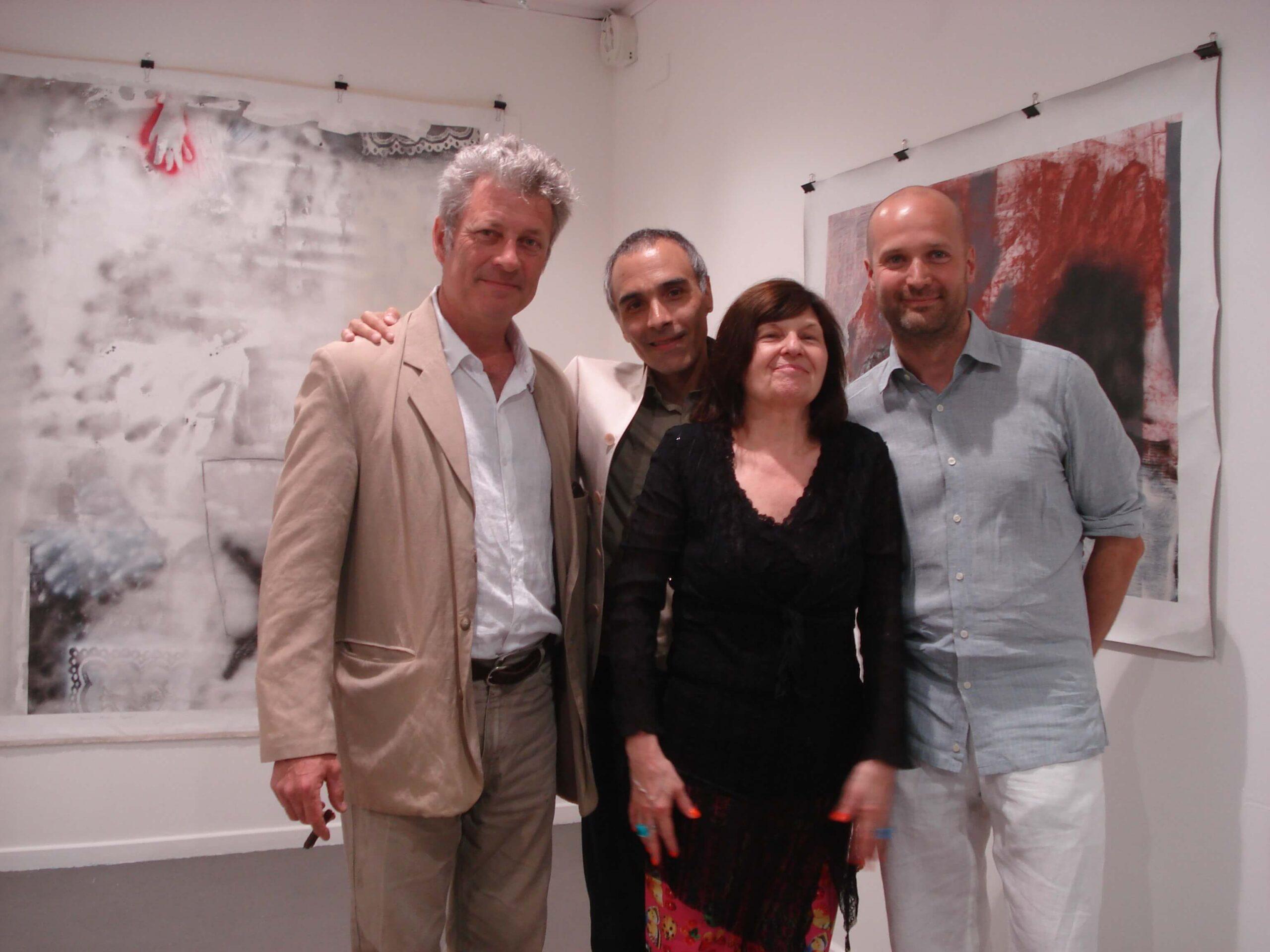 la artista Dorothée Selz, el artista Luc Gauthier, Jean-François Pascal, director de la galería Paradis, y Alexis Yebra